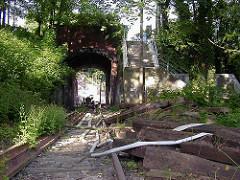 ehem. Durchfahrt der Altonaer Hafenbahn unter der Strasse Elbberg - Bilder aus Hamburg Altona.