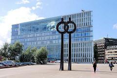Deichtorplatz mit Skulptur - Architektur Deichtorcenter - Bilder aus dem Hamburger Stadtteil Altstadt.