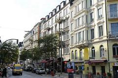 Gründerzeit-Hausfassaden entlang der Strasse / Lange Reihe, St. Georg.