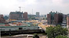 Blick über den Oberhafenkanal auf die entstehende Hafencity; Blick zum Brooktorkai, die Strasse wird neu angelegt.