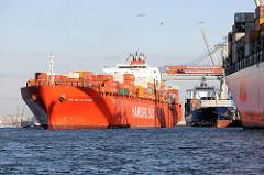 Containerschiff RIO DE LA PLATA der Reederei Hamburg-Süd; der Frachter hat eine Länge von 286,50m und kann 5905 TEU Container transportieren. Der Containerfrachter legt am Predöhlkai des Container Terminals Burchardkai an.