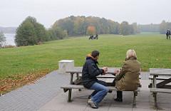 Hamburgs Grünanlagen Oejendorfer Park Sitzbänke.
