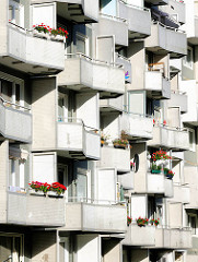 Balkons mit Geranien - Bilder aus Hamburg Osdorf.