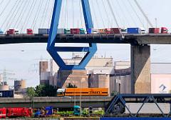 Bilder aus dem Hamburger Hafen - Fotos aus dem Bezirk Waltershof - Containerlaster.