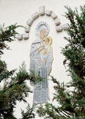 Mariendarstellung an der Fassade der Syrisch Othodoxen St. Dimet Kirche.