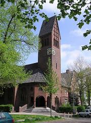 Kirchengebäude und Kirchturm der ehem. Stephanuskirche in Hamburg Eimsbüttel.