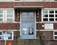 Eingang Schule beim Pachthof - Volksschule für Mädchen - 1930 /1931.