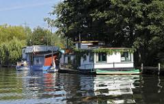 Bilder der Dove Elbe bei Hamburg Curslack - Hausboote am Ufer.