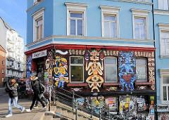 Balduintreppe / Hafentreppe an der Bernhard-Nocht-Strasse; Häuser der St. Pauli Hafenstrasse.