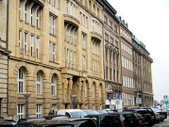 Fassaden von Kontorhäusern - Hamburger Architekur der 19. Jahrhundertwende - Alter Wall; Stadtteil Hamburg Altstadt.