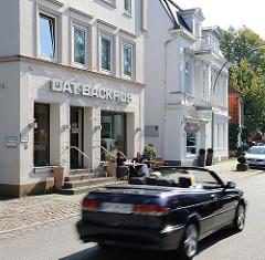 GEschäftshäuser und Wohngebäude am Nienstedtener Markt.