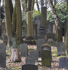 Grabsteine auf dem Jüdischen Friedhof / Foersterweg Hamburg Stellingen.
