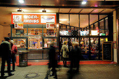 Tiger-Imbiss an der Esso Tankstelle Hamburg Reeperbahn / St. Pauli; der Imbiss gehört zum Areal der Essohäuser.