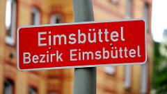 Stadtteilschild, weisse Schrift auf rotem Grund - EIMSBÜTTEL; BEZIRK EIMSBÜTTEL.