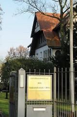 Eingang Generalkonsulat der Volksrepublik China - Villa an der Elbchaussee - Stadtteil Hamburg Othmarschen - Bezirk Hamburg Altona.