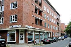 Backsteingebäude in der Stammannstrasse Ecke Hölderlinsallee der Hamburger Jarrestadt - Kindergarten im Paterre.