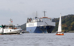 Die 1980 erbaute SEA WAVE wurde als Autotransporter gebaut - das 165 m Lange Schiff hat eine Ladekapazität von 3162 Kraftfahrzeugen.