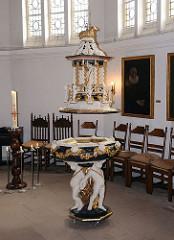Historisches Barock-Taufbecken der Maria Magdalena Kirche in Hamburg Moorburg.
