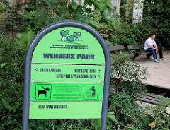 Hinweisschild der Grünanlage Wehbers Park in Hamburg Eimsbüttel.