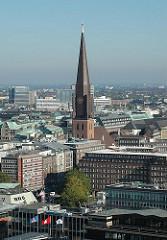 Die Hamburger Hauptkirche St. Jacobi liegt in der nähe des Hamburger Kontorhausviertels in der Altstadt.