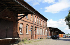 Wandsbeker Güterbahnhof - erbaut 1915 - Abfertigung Stückgutverkehr; zweistöckiger Backsteinrohbau der Expressgüterabfertigung.