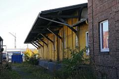 Hamburg Billbrook - Moorfleeter Strasse ehemaliger Güterbahnhof. Lagerschuppen mit Laderampe.