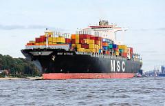 Das Containerschiff MSC VIVIANA auf der Elbe bei Hamburg - an Deck sind die Container hoch gestapelt.