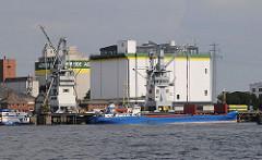 Getreideheber im Kuhwerder Hafen - Getreidesilo auf Hamburg Steinwerder.