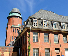 Wasserturm und leerstehendes Gebäude - ehem. Barmbeker Krankenhaus - Fotos aus den Hamburger Stadtteilen.