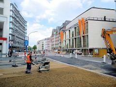 """Bauarbeiten in der Hamburger Neustadt, Dammtorstrasse - Entstehung des sogen. """"Opernboulevards"""" - im Hintergrund die Hamburger Staatsoper."""
