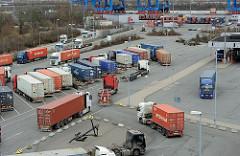 Sattelzuege Hamburger Containerterminal Altenwerder.