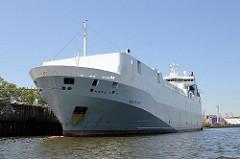 Frachtschiff RoRo, Roll on Roll off Frachter am Liegeplatz des Rethe Ufers in Hamburg Wilhelmsburg; die Autopride hat eine Länge von 126m.