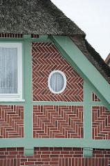 Bilder aus Hamburg SPADENLAND - Fachwerkgebäude mit Reetdach.