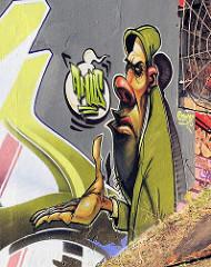 Graffiti an einer Hauswand in der St. Pauli Hafenstrasse - Bezirk Hamburg Mitte.