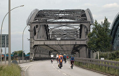 Hamburgs Kleiner Grasbrook Freihafenelbbruecke - Brücke über die Norderelbe.