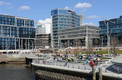 Moderne ARchitektur in Hamburg - Neue Gebäude im Stadtteil Hafencity Bezirk Hamburg Mitte.