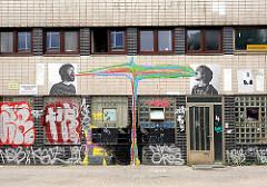 Graffiti an einem Gebäude von Hamburg St. Pauli - Bilder aus den Hamburger Stadtteilen.