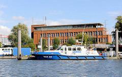 Polizeistation der Hamburger Wasserschutzpolizei im Hamburger Hafengebiet Waltershof - Schiffe der WAPO am Anlerger im Waltershofer Hafen.