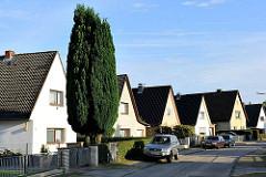 Einzelhäuser mit Satteldach - Seitenstrasse Hamburg Jenfeld.