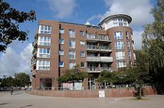 Neubaugebiet in Hamburg Schnelsen - Roman Zeller Platz;- Wohn- und Geschäftshäuser