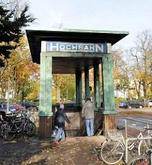 Eingang U-Bahnhof Klosterster; Schild Hochbahn - erbaut 1929, Architekt Walter Puritz.