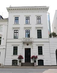 Architektur in Hamburg Ottensen - klassizistisches Wohnhaus an der Klopstockstrasse.