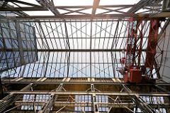 Dachkonstruktion des restaurierten Fabrikgebäudes des ehem. Ottensener Eisenwerks.