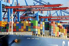 Ladung des Containerschiffs CMA CGM MUSCA am Container Terminal Burchardkai in Hamburg Waltershof.