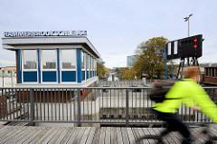 Schleusenwärter-Gebäude der Hammerbrookschleuse - Verbindung der Kanäle von Hamburg Hammerbrook zum Oberhafenkanal und der Elbe.