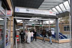 U-Bahnstation Horner Rennbahn - Eingang und Rolltreppe.