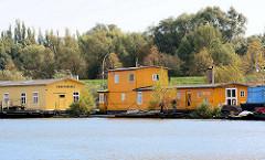 Arbeitsboote im Hamburger Spreehafen am Berliner Ufer.
