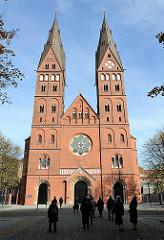 Mariendom in Hamburg St. Georg. Kathedralkirche des Erzbistums Hamburg - erbaut 1893 im neoromanischen Stil; Architekt Arnold Güldenpfennig.
