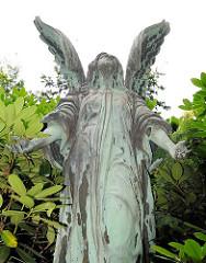 Trauernder Engel, Trauerengel auf dem Hamburger Hauptfriedhof Ohlsdorf.