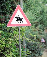 Hinweisschild Achtung Reiter - Pferd mit Reiter; Bilder aus dem Hamburger Stadtteil Osdorf